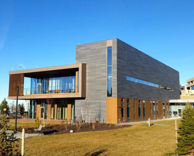 Fassade eines Krebszentrums in Nordamerika